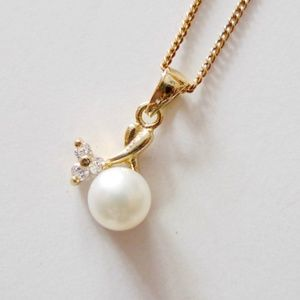 Erica cultured pearl pendant and chain